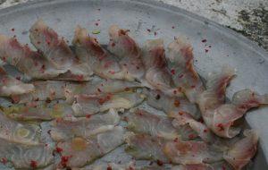 Carpaccio Karpfen Biofisch Gut Hornegg in Wien - München auf einem Zinnteller